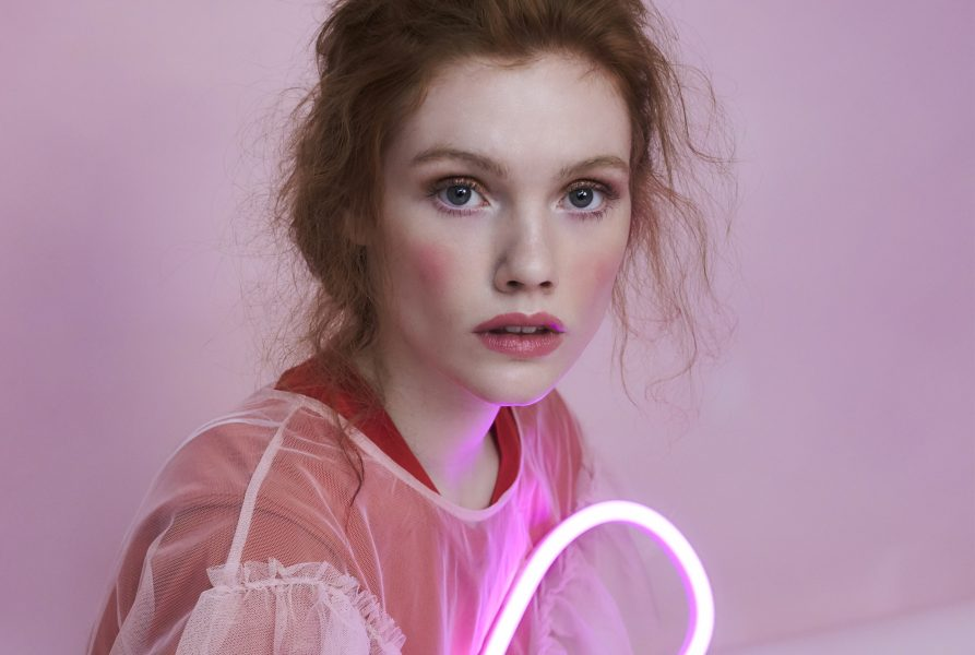 jona in pink